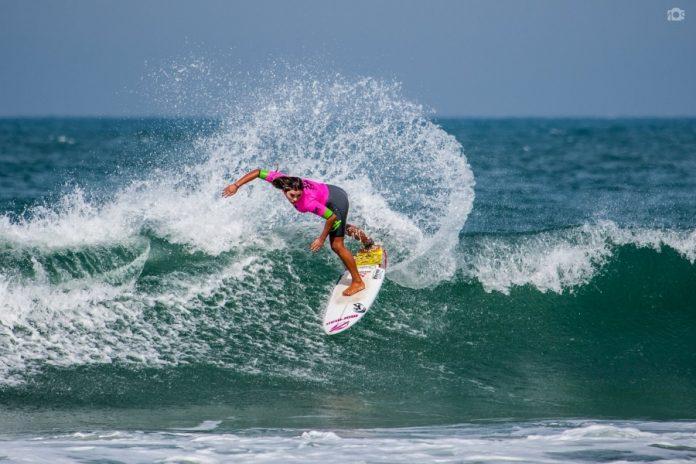 Tainá apresenta um surfe veloz e técnico nas ondas australianas  -  Foto: Divulgação/Notisul