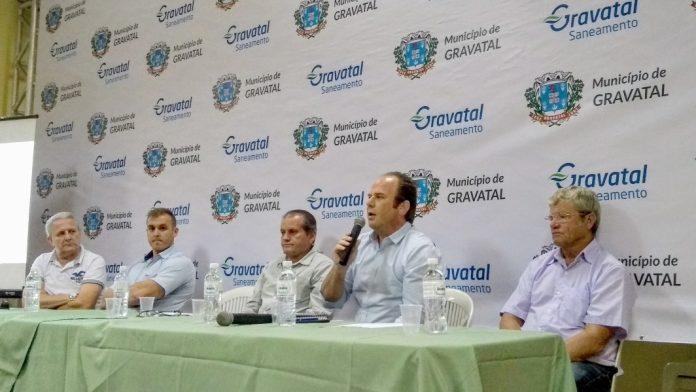 Anderson Botega detalha os investimentos da Gravatal Saneamento durante a audiência pública  -  Foto: Divulgação/Notisul