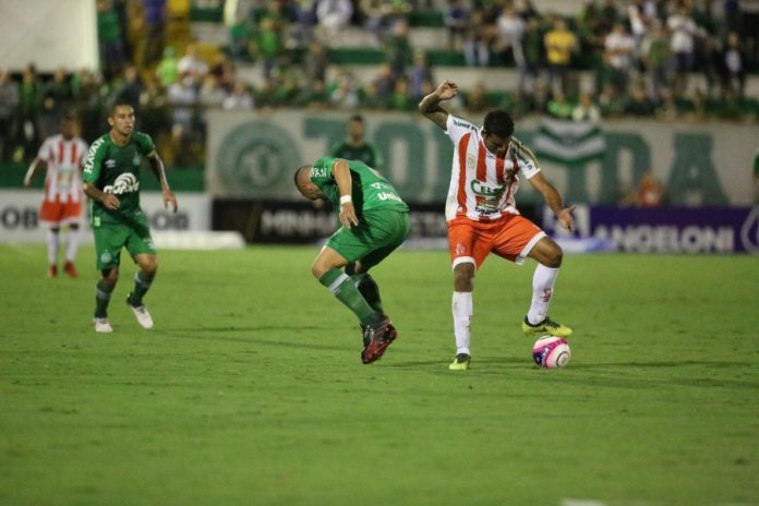 O time do Hercílio Luz até fez boas jogadas, mas perdeu muitas chances de gol e acabou derrotado   - Foto: Divulgação/Notisul