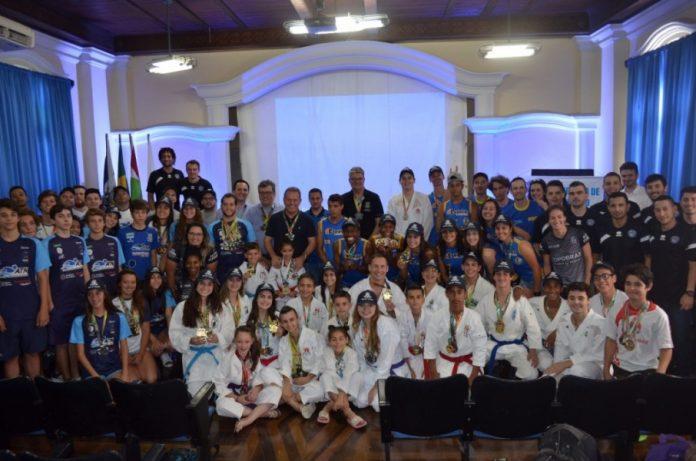 Atletas que representaram Tubarão em competições oficiais 2017. Foto: Prefeitura de Tubarão/Divulgação