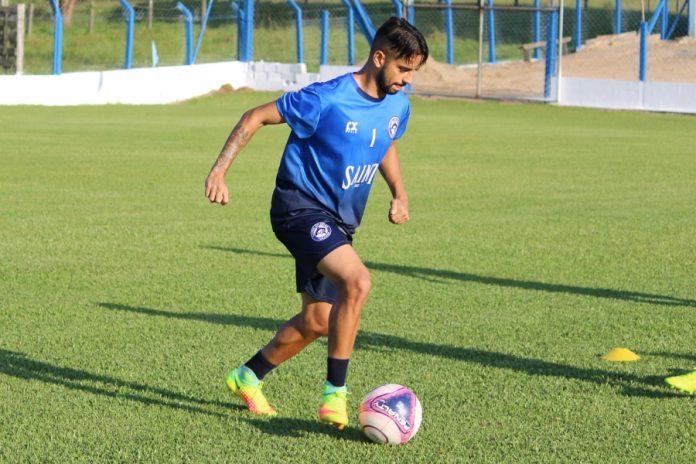 Legenda: Everton Jr. Está livre da lesão que o afastou dos gramados. Foto: CATubarão/Divulgação