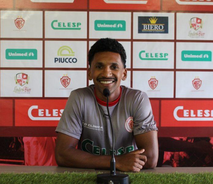 Marrone faliz com a boa atuação do Leão do Sul na capital. Foto: Hercílio Luz/Divulgação