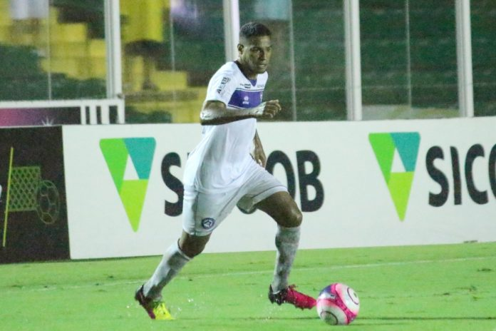 Daniel Costa foi um dos destaques do clássico do turno. Foto: CATubarão/Divulgação