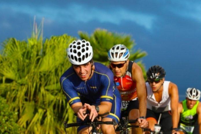 Garopaba é o perfeito pano de fundo para uma competição de Triathlon. Foto: Fetrisc/Divulgação
