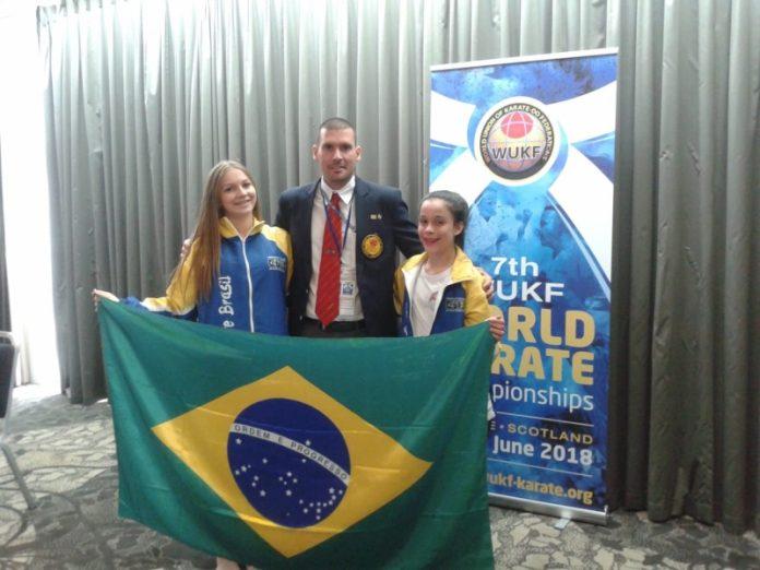 Foram até a Escócia a atleta Emilly Brolez Koch (E), o Sensei Murilo Ferreira de Figueredo e a campeã Júlia José da Costa (D)