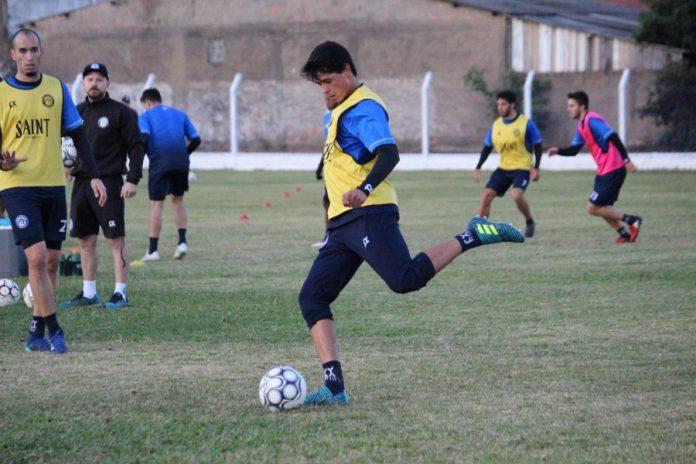 Lateral Jean deu quatro assistências durante a competição nacional  -  Foto: Atlético Tubarão/Divulgação/Notisul