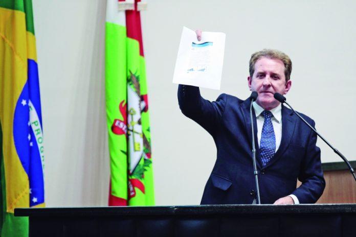 Deputado Valmir Comin acusa colegas da Alesc de se apropriar de projeto da entrega da frota à rede de assistência social em algumas prefeituras   -  Foto: Divulgação/Notisul