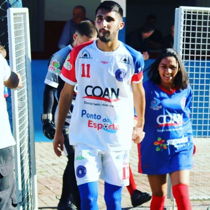 O atacante Vinícius Gravatal é o artilheiro da competição com sete gols