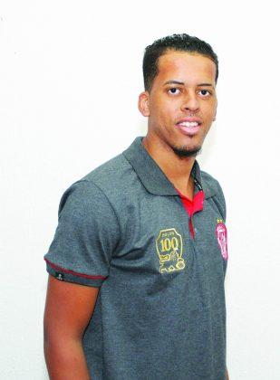 Nome:  Josué de Oliveira Almeida;   Natural:  Feira de Santana (BA);  Nascimento:  28/1/1994 (24 anos);  Altura:  1,87m;  Posição:  Zagueiro, lateral-direito;  Último clube:  Vitória (BA)