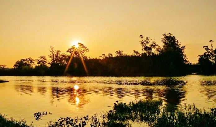 Foto: Wilson Schuelter. Pôr do sol às margens do Rio Tubarão. É a despedida do inverno e o começo da primavera