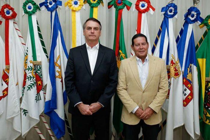 Presidente da República, Jair Bolsonaro durante transmissão de cargo para o Vice-Presidente, General Hamilton Mourão