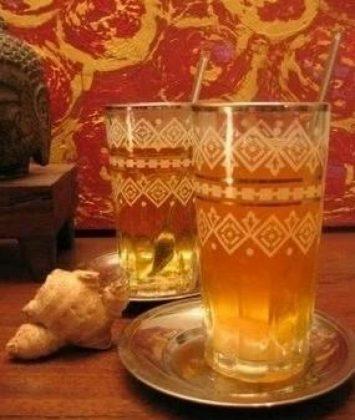 Chá verde gelado com gengibre