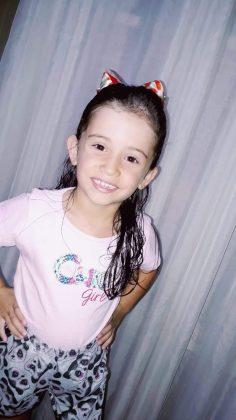 A linda Maria Helena Fernandes Vargas completa, hoje, 6 aninhos, aproveite seu dia Maria, muitas felicidades!