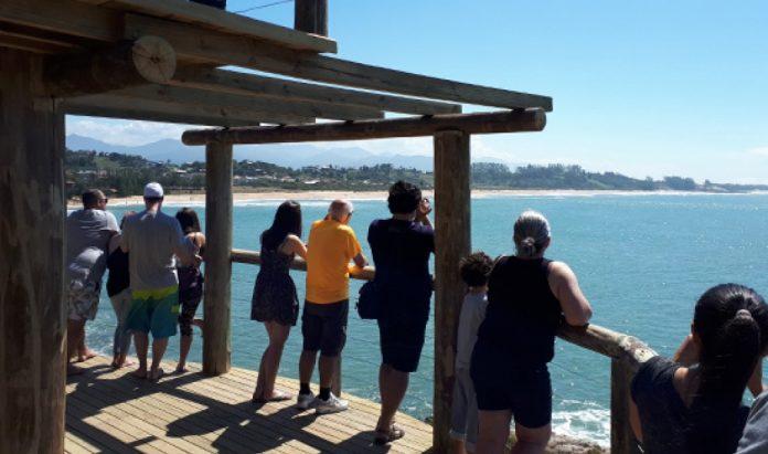 Observatório de baleias na Praia da Gamboa (SC), localizado dentro da APA da Baleia-Franca