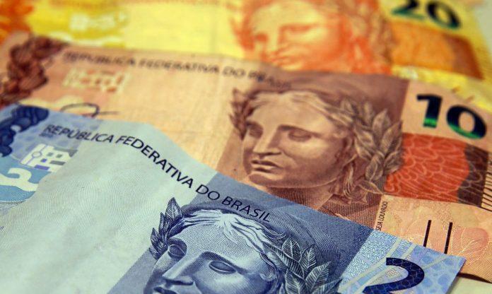 #Pracegover Foto: Na imagem há notas em reais de R$2, R$10 e R$20