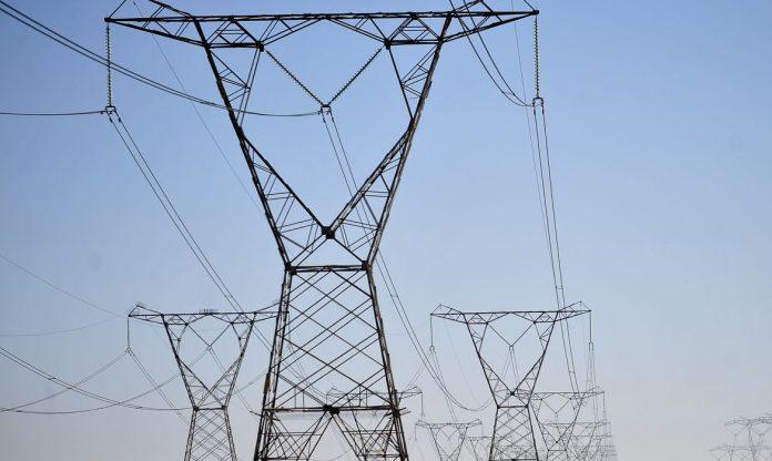#Pracegover Foto: Na imagem há torres de transmissão elétrica