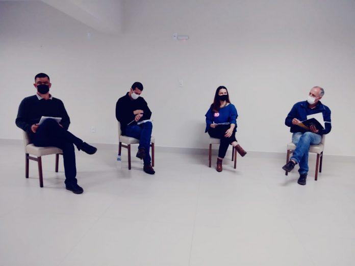 #Pracegover Foto: na imagem aparecem quatro pessoas, que concorrem a vaga no Executivo