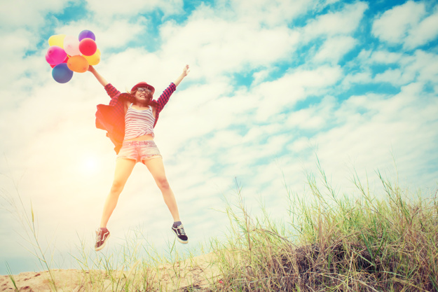 12 maneiras de ser feliz- Dê 8 abraços por dia. E, em tempos de pandemia, podem ser 8 abraços em uma mesma pessoa. Comece agora mesmo!
