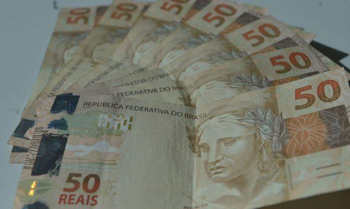 #Pracegover Foto: na imagem há cédulas de R$ 50