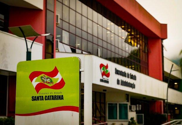 #Pracegover Foto: na imagem há um prédio, onde fica localizado o centro administrativo do Estado.