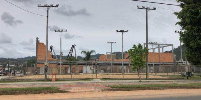 #Pracegover foto:na imagem há um prédio em construção