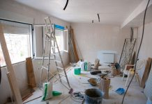 #Pracegover Foto: na imagem há um cômodo em uma casa ou apartamento que está passando por reforma