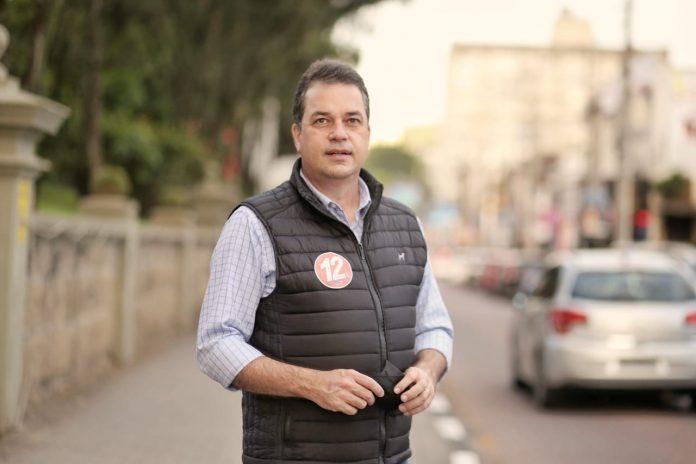 #Pracegover Foto: imagem do candidato a prefeito de Criciúma Rodrigo Minotto