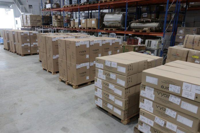 #Pracegover Foto: na imagem há várias caixas