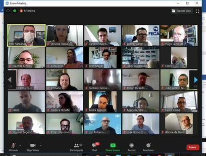 #Pracegover Foto: na imagem há inúmeras pessoas participando de uma reunião por vídeo