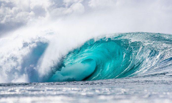 #Pracegover Foto: na imagem há uma onda