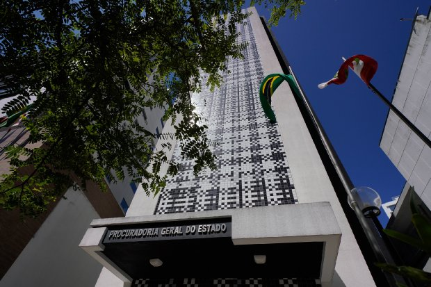 #Pracegover Foto: na imagem há o prédio da Procuradoria Geral do Estado