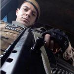 #Pracegover Foto: na imagem há um homem, policial fardado