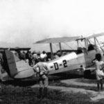 #Pracegover Foto: na imagem há uma aeronave e inúmeras pessoas