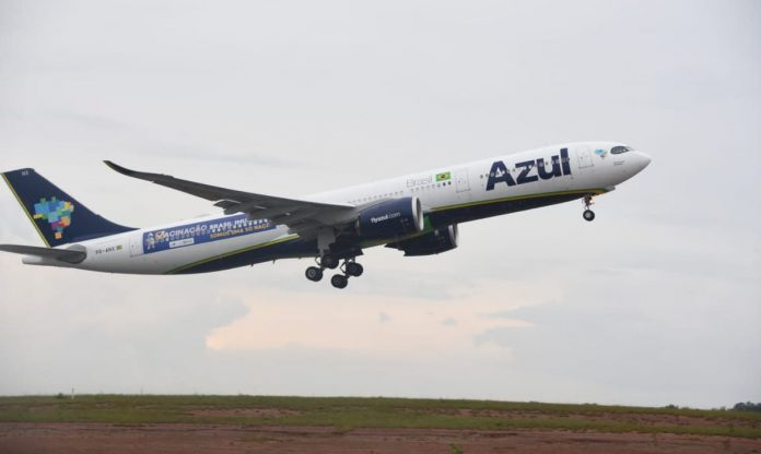 #Pracegover Foto: na imagem há um avião