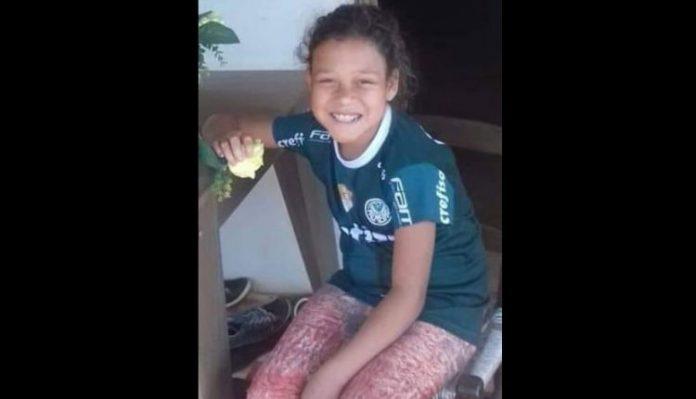 #Pracegover Na foto, Alexia Pereira aparece sorrindo