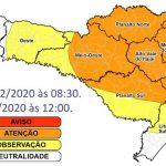 #Pracegover Na foto, o mapa de Santa Catarina demarcado por região de alerta para chuva intensa