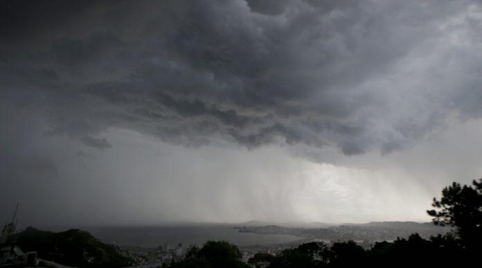 #Pracegover Na foto, a chegada de nuvens carregadas e muita chuva