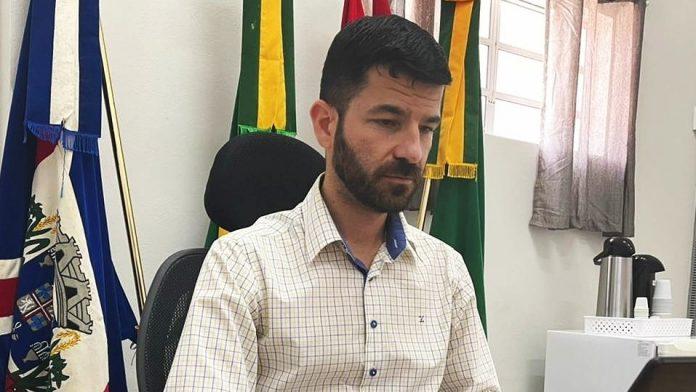 #Pracegover Na foto, a imagem do prefeito de Gravatal Clei Rodrigues