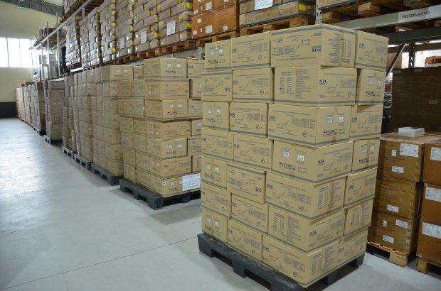 #Pracegover Foto: na imagem há várias caixas de agulhas
