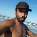 #Pracegover Na foto, Lucas Mateus da Silva aparece com um leve sorriso