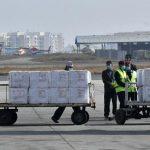 #Prcegover Foto: na imagem há homens, carrinhos e caixas