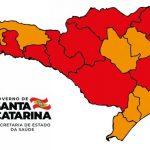 #Pracegover Na foto, o mapa de Santa Catarina demarcado por regiões de risco