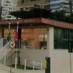 #Praegover Foto: na imagem há um edifício com escadas na frente