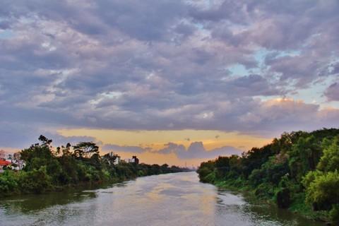 #Pracegover Na foto, céu com presença de nuvens