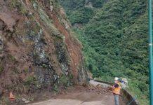 #Pracegover Na foto, um técnico da Defesa Civil inspecionando as áreas a serem reconstruídas