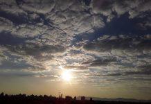 #Pracegover Na foto, sol parcialmente coberto de nuvens