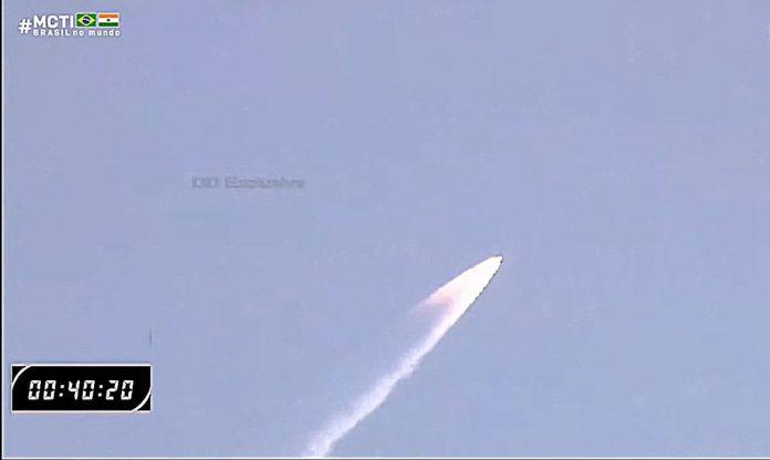 #pracegover Na foto, o lançamento do satélite brasileiro Amazonia 1