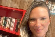 #Pracegover Na foto, Juliana Mendes aparece com um sorriso