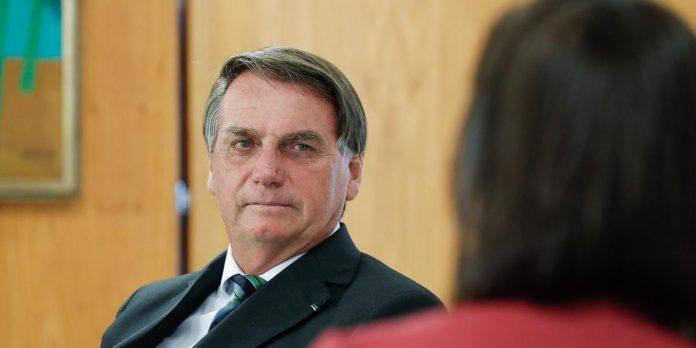 #Pracegover Na foto, Presidente Jair Bolsonaro durante entrevista