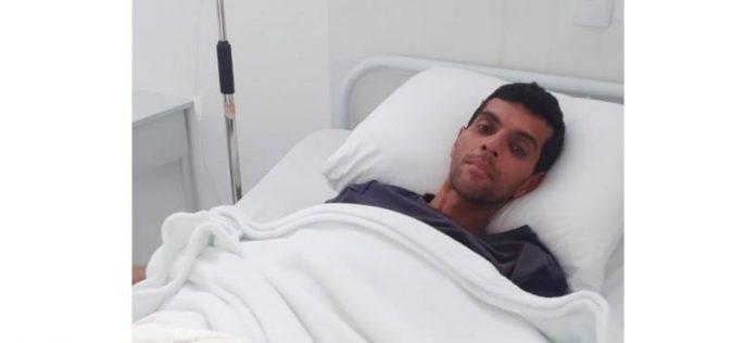 #pracegover Na foto, Gilmar aparece recebendo cuidados no posto de saúde